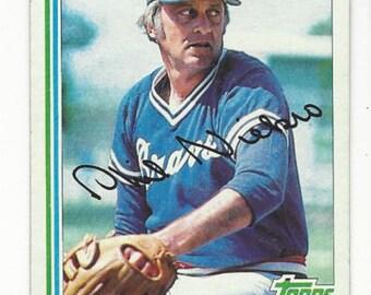 1982 Topps Phil Niekro Vintage baseball card number 185