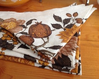 Vintage linen set 6 napkins and 2 tea towels