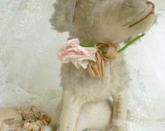 Antique stuffed dog...Bonjour, je suis Antoinette...CHARMANT!