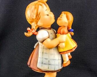 """311 """"Kiss Me"""" Hummel Figurine"""