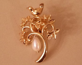 Partridge in a pear tree pin/brooch with a pearl