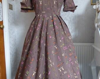 Novelty print 50s cotton day dress fabulous 'school sums' print size M
