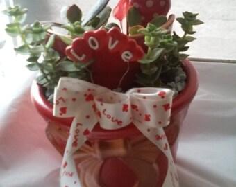 Love garden planter