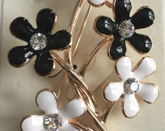 Brooche , Black and White flower brooche, Gold plated brooche
