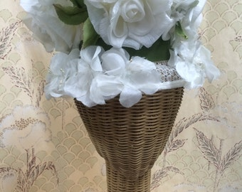 Vintage Ladies Flower Hat/White Rose Hat/1950s/1960s