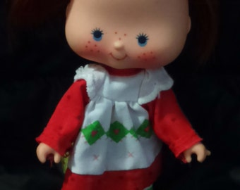 Vintage 1981 Kenner STRAWBERRY SHORTCAKE Doll in Original Outfit with Shoes!
