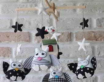 Black and white mobile. OWL. cute mobiles. baby room decorating ideas: baby crib mobiles