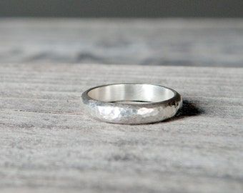 Minimalist HAMMERED RING / Textured Sterling Silver Ring / Boho Ring / Rustic Handcrafted Ring / Stacking Ring / Wedding Band