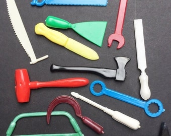 15 Vintage plastic Tools 5.5cm- Ideal for Jewellery Making, Art projects, Scrapbooking or Jobs around the Dolls House..
