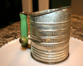 Bromwell's 5 Cup Flour Sifter//Green Handle and Knob//Metal Flour Sifter//Kitchen Decor//Vintage Bromwell Sifter