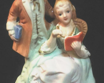 Vintage colonial men and woman//vintage figurine//English Porcelain bisque//Vintage statue/Gift for her/Gift for birthday/Gift for mother