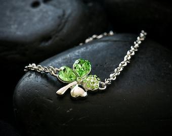 4 Leaf Clover Bracelet with Swarovski Crystal in Peridot set in Rhodium