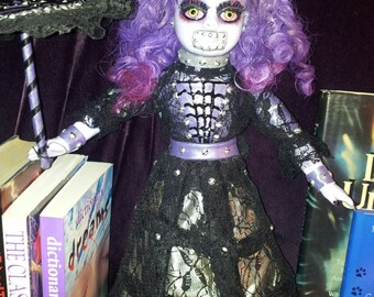 Silencia Horror Doll