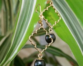 Black PearlDangle Earrings, 14kt Yellow Gold, Leverback, #E791