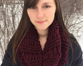 Drop-Stitch Cowl in Claret