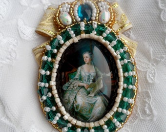 Brooch of the beads Her Majesty