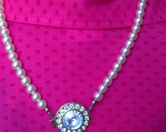 Pearl Necklace with pendant with inlaid stones, vintage