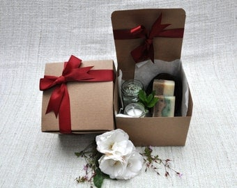 Invigorating Gift Set -  Mint Bath Salt, 2x Natural Handmade Soaps, Scented Natural Candle, Coconut Soap Dish