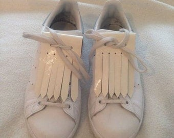 Fringes broken white patent leather