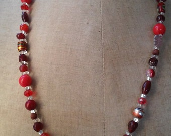 N12 - Necklace glass beads different shades of Red