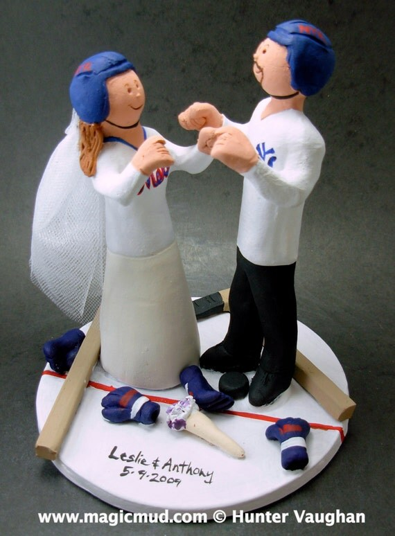 custom hockey wedding cake toppers and groom faceoff at centre hockey 13202