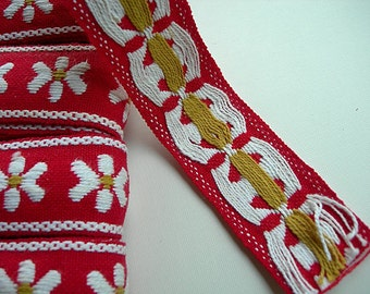 """Vintage Embroidered Flower Trim WHITE DAISIES on RED Background 1-1/4"""" wide x 2 yards yds"""