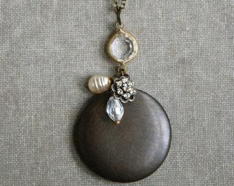 Crystal pearl locket necklace//antique brass vintage locket//long locket necklace. Tiedupmemories