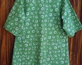 SIZE 6-8 The Mama San Mamasan Kappogi Full Coverage Smock Apron - Green Irish Shamrock Print - Size X-Small (6-8)