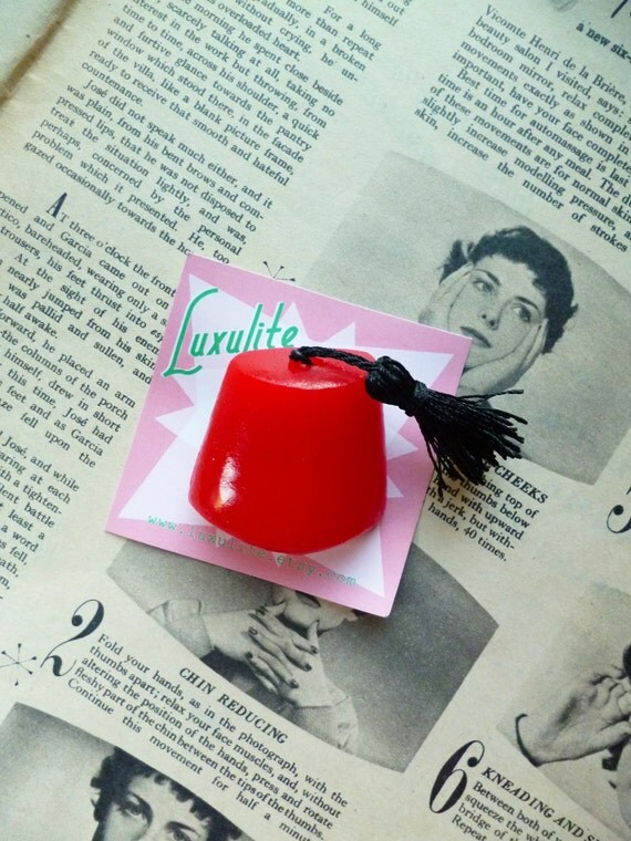 Tiki Lounge novelty Fez brooch - 1940s 50s bakelite fakelite inspired hat brooch pin by Luxulite
