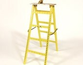 VTG. Earring Ladder. 1960s kitschy cute bright yellow + gold jewelry organizer for pierced ears studs, ear wires, + hoops. FOUNDbyLB