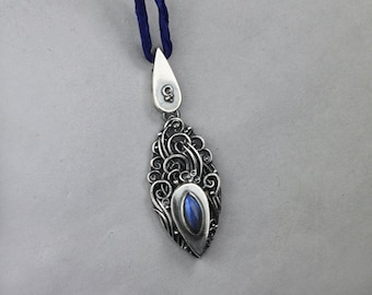 Drops - ONE OF A KIND - silver sculpted pendant with labradorite