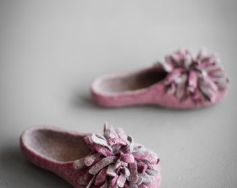 Women slippers on sale US8, EU38.5, UK5.5 ready to ship felted slippers Wool home shoes with grey pink flower Valentine's Mother's day gift
