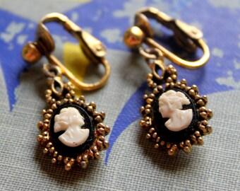 Vintage Earrings CAMEO Clip On Dangle Black White Gold Tone