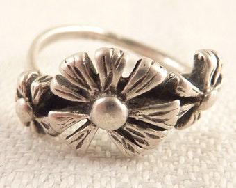 Vintage Size 4 Sterling Triple Flower Ring