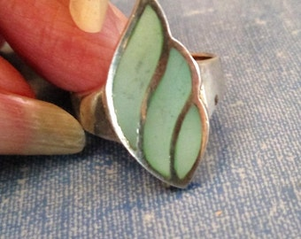 RING  -  Green  - Dyed MOP - Mother of Pearl  -  925 - Sterling Silver  - size 9 1/4 pink37