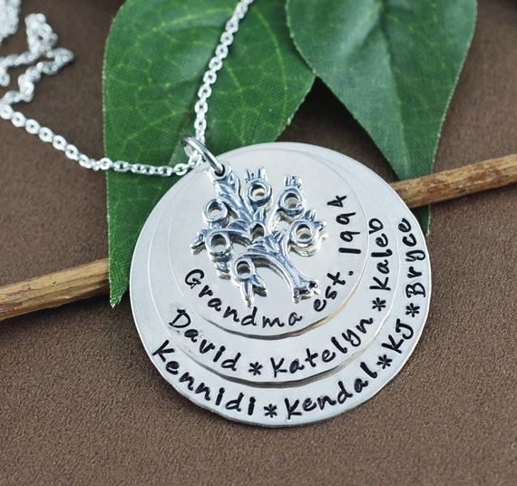 Silver Family Tree Mommy Necklace, Personalized Grandma Necklace, Family Tree Jewelry, Tree of Life Necklace, Name Necklace for Mom Grandma