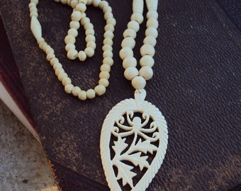 Vintage Bone Beaded Necklace Large Pendant Carved Bone Cream Leaves Spider Boho Bohemian Chic Hippie Hipster Jewelry 1960s Long Chain Unique