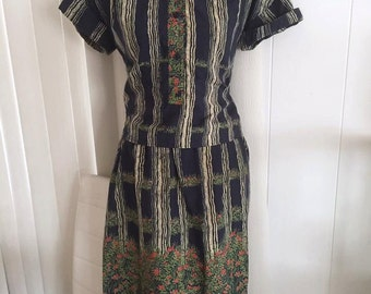 Vintage Lucienne Phillip of Paris ladies two piece blouse and skirt set -- So sweet