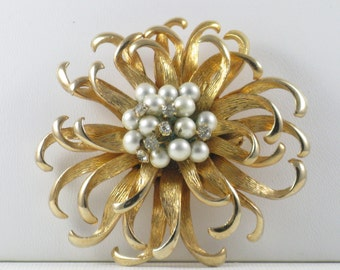 Vintage Large Gold Tone Faux Pearl and Rhinestone Floral Brooch Pin (B-4-5)