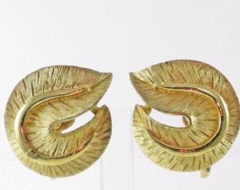 Vintage Crown Trifari Gold Tone Leaf Clip Earrings (E-1-6)