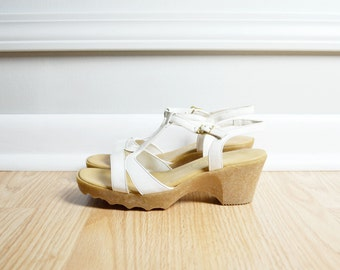 SALE Shoes T Strap Sandals / White Leather Platform Pumps / Deadstock / Deco Disco Mod / 70s Vintage / Size 6.5 / Euro 37
