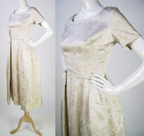 Vintage 1950s Wedding Dress, Ivory with Gold Floral Embroidery, Short Sleeves, Full Skirt, Modest Neckline, Fashions by Park, Size S B34