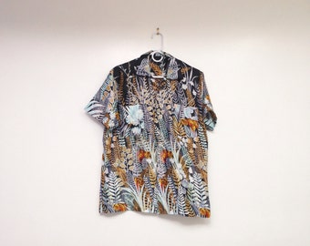 Awesome Vintage 1990s Tiger and Blue Fern Print Button Down Collared Shirt