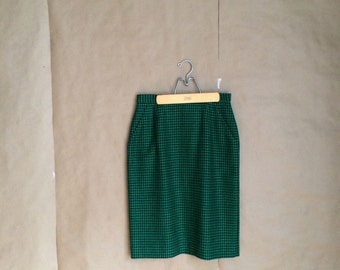 vintage 1990's 90's houndstooth pencil skirt / JH Collectibles fitted skirt /  green and black / retro minimalist