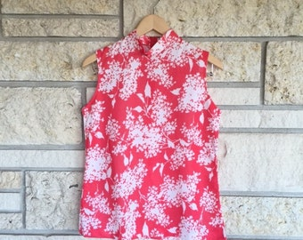 Vintage 1960s Coral and White Sleeveless Mock Neck Blouse