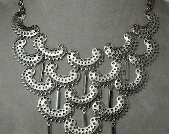SARAH COVENTRY Signed Pierced Silver Bib Style Necklace    NBL46