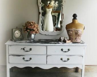 C H I P P Y White Shabby Chic Vintage Dresser