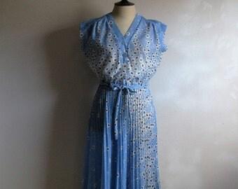 Vintage 1970s Summer Dress 70s Blue Floral Jersey Pleat Secretary Dress