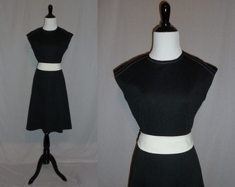 70s Black Dress - White Belt - Sophisticated Sleeveless Day Dress - Vintage 1970s - S