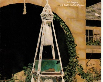 MACRA MAGNIFICENCE Curtains Hanging Bird Cage Plant Hangers Necklaces Clock 25 MACRAME Patterns